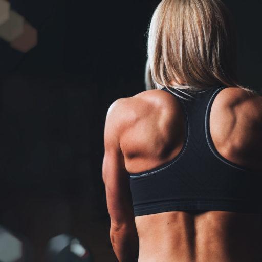 ragazza muscoli fitness